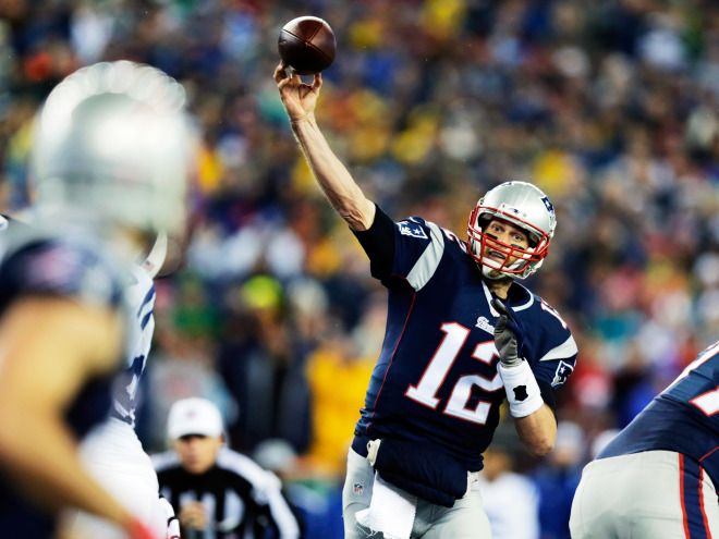 New England Patriots quarterback Tom Brady throws a pass during a game against the Indianapolis Colts, Jan. 3, 2015.