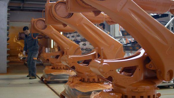 http://static01.nyt.com/images/2015/04/23/multimedia/robots-kuka-china/robots-kuka-china-videoSixteenByNine600-v2.jpg