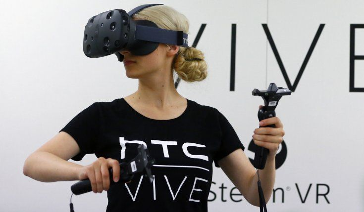 htc-vive-girl-2