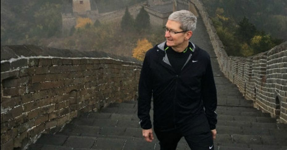 tim-cook-apple-great-wall-china-crop-930x488
